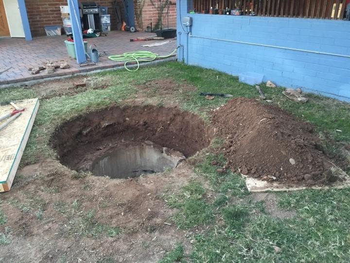 En creusant un trou dans 05