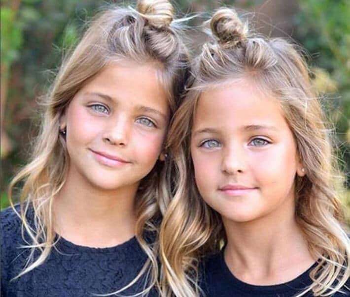 des s urs identiques n es en 2010 ont grandi et sont devenues les plus belles jumelles du monde. Black Bedroom Furniture Sets. Home Design Ideas