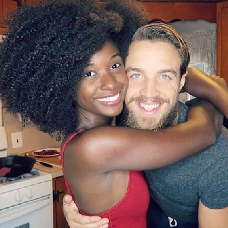 Le selfie dun couple devient 01